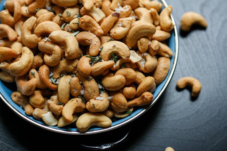 Снижение веса и риска диабета: чем еще полезны орехи