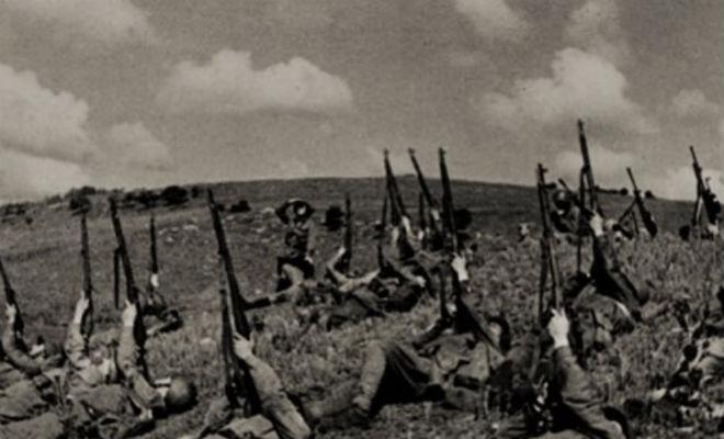 Как советские солдаты самолеты из винтовок сбивали