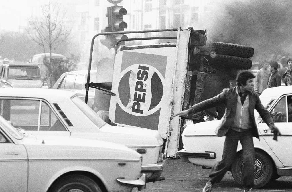 Во время беспорядков на улицах Тегерана, 1978 год AP Photo/Michel Lipchitz