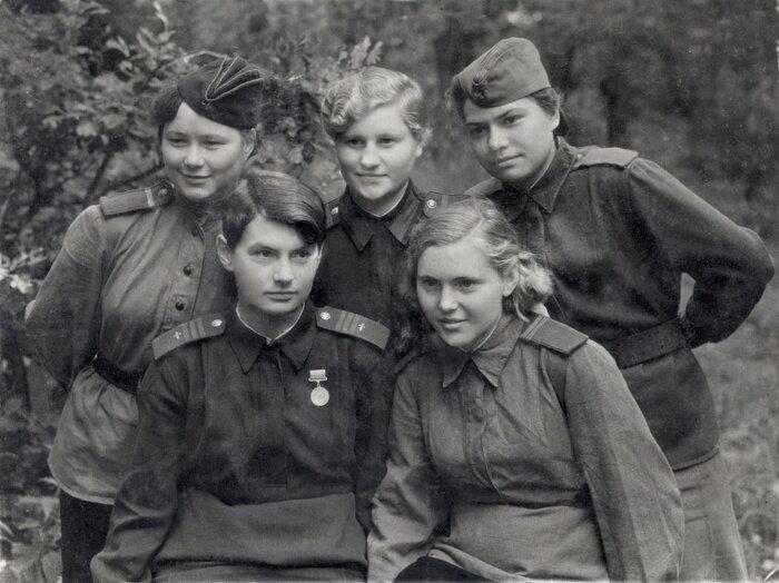 Картинки по запроÑу Война и женщины