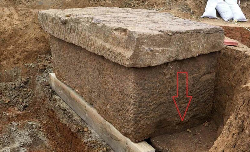 Видите трещину и следы влаги на дне саркофага? археология, загадки, история, расследование