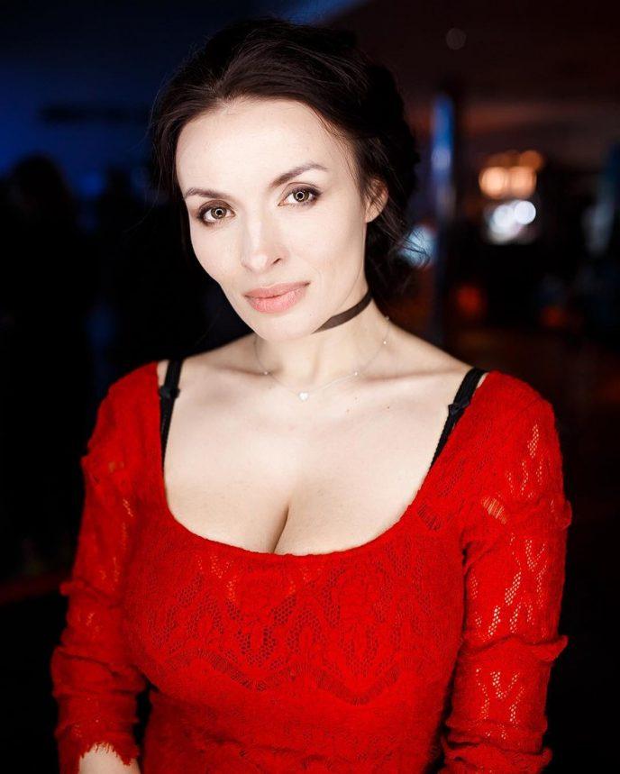 Надежда Мейхер-Грановская опубликовала фотографии без макияжа, показав свою естественную красоту