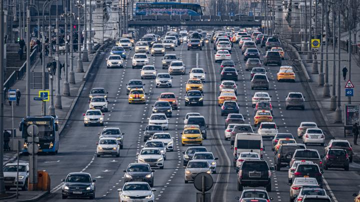 Налог на старые машины хотят поднять: Замглавы Минпромторга рассказал о планах ведомства