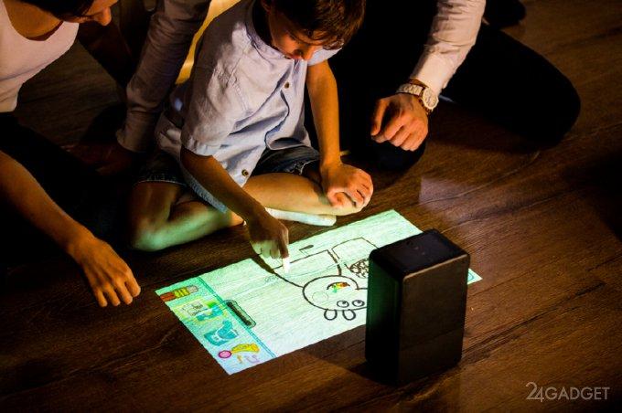 Мини-проектор с сенсорной проекцией, динамиками и другими полезными функциями