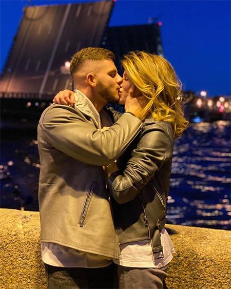 Алекса спровоцировала слухи о расставании с женихом через три недели после помолвки Звезды,Звездные пары