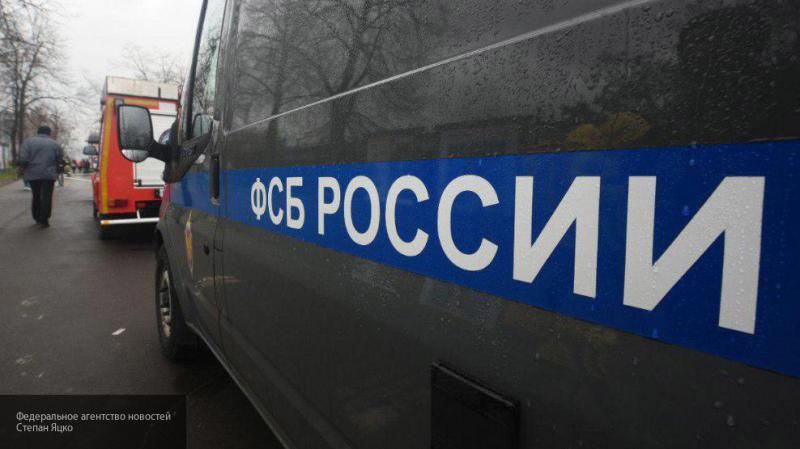 Украинца с поддельным удостоверением ФСБ и пистолетом задержали в Петербурге
