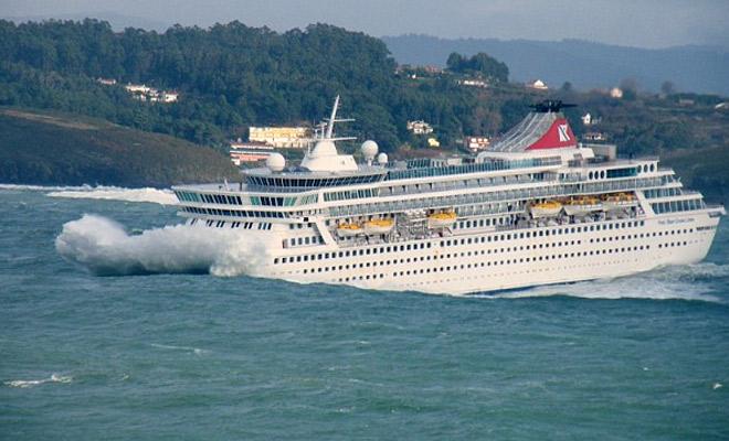 Пассажиры засняли как девятибалльный шторм качает круизный лайнер Культура