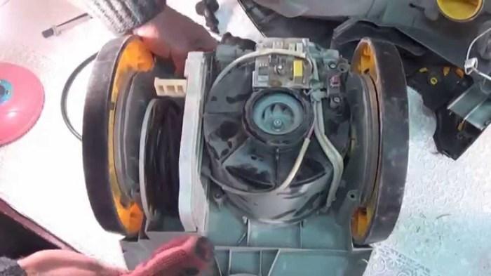 Иногда помогает прочистка двигателя. /Фото: i.ytimg.com
