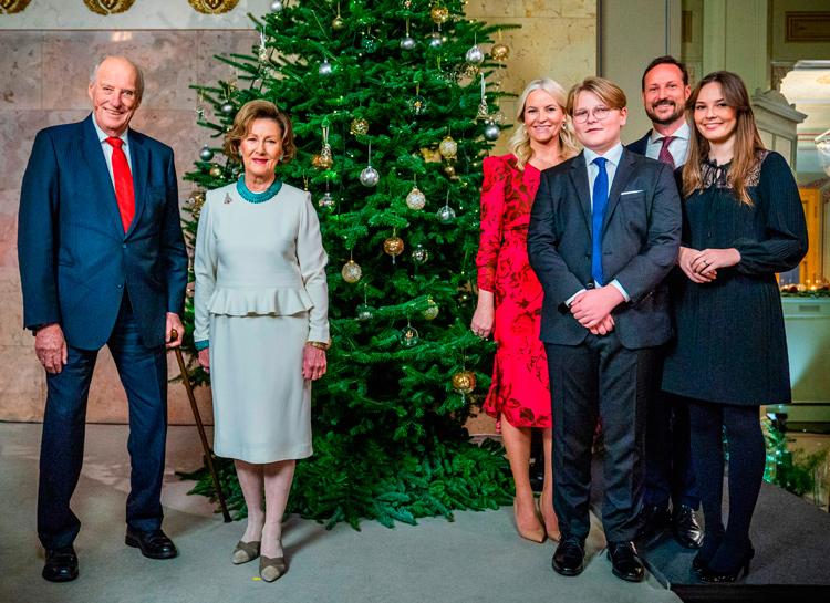 Король и королева Норвегии сделали прививки от коронавируса и озвучили название вакцины Монархи,Новости монархов