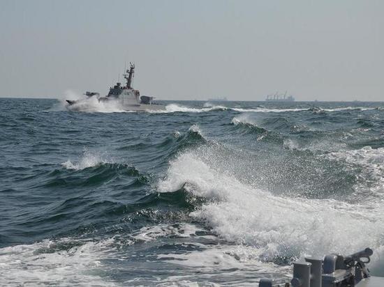 Украинским кораблям разрешили открывать огонь на поражение. Власть потеряла адекватность: на Украине начались облавы на граждан