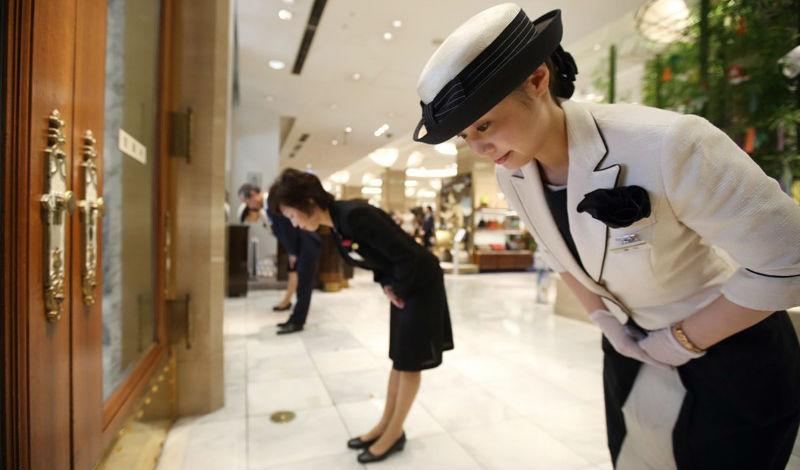 В Японии лучше не заходить в лифт первым