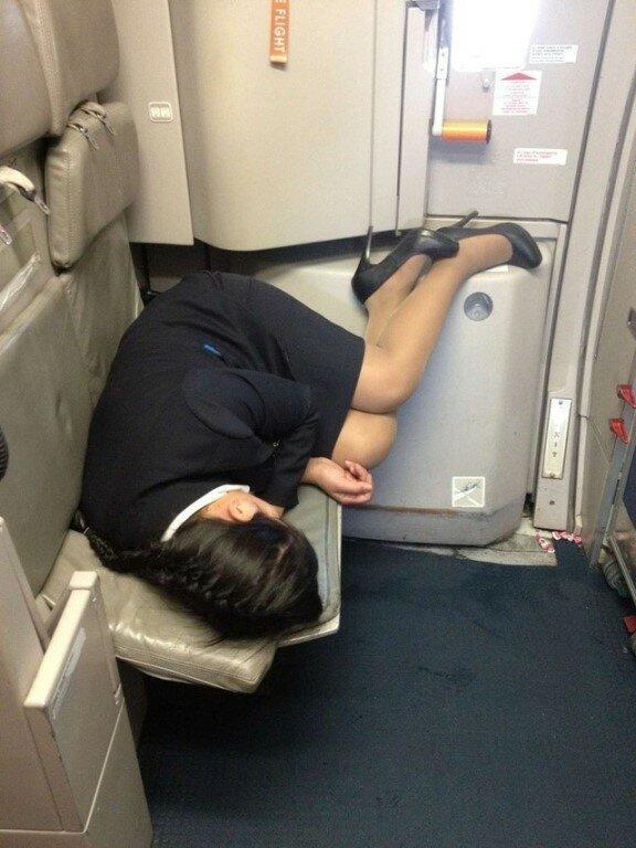 Возможно и вы здесь есть: спящие работники, застуканные на рабочем месте прикол, работники, сон, спят на рабочем месте, юмор