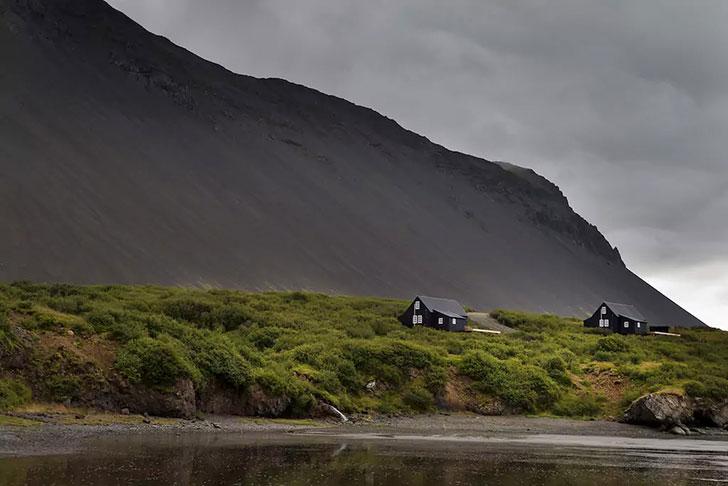 Атмосферный коттедж в суровой Исландии