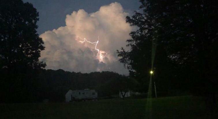"""""""Первоначально я делала снимок облака, но вместо этого я получила этот крутой удар молнии"""" в мире, вещи, подборка, познавательно, удивительно"""