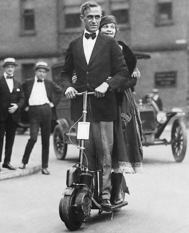 Электрические самокаты 100 лет назад. Век назад они уже были в моде электросамокаты, автопеды, популярности, совсем, суфражисток, движения, символом, стали, время, какоето, электросамокатыНа, современные, складными, водительскую, самых, переднему, крепился, Двигатель, колесами, 25сантиметровыми