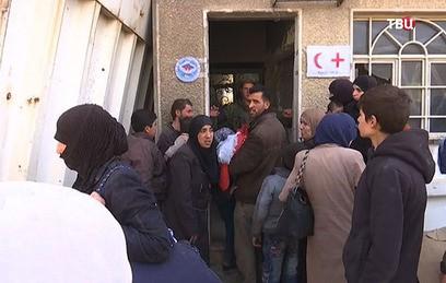 Около 700 человек вышли во вторник из сирийской Восточной Гуты