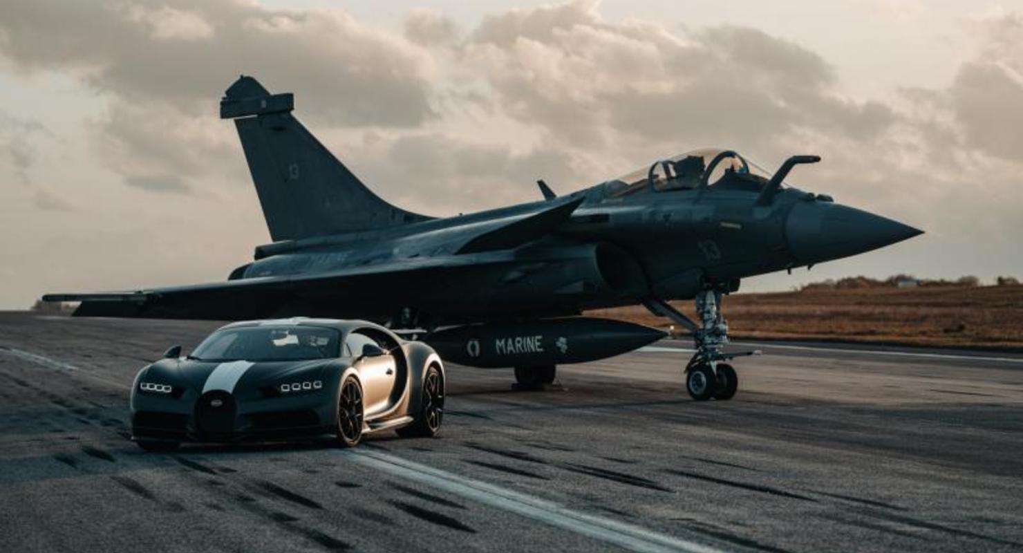 Bugatti устроила гонку на Chiron Sport против истребителя Автограмота