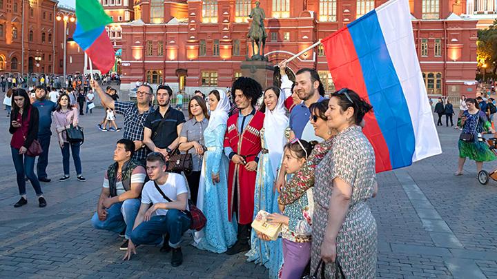ЯЗЫКИ РОССИИ – ИСТОЧНИК РОЗНИ ИЛИ СВЯЗУЮЩИЙ ЭЛЕМЕНТ? россия