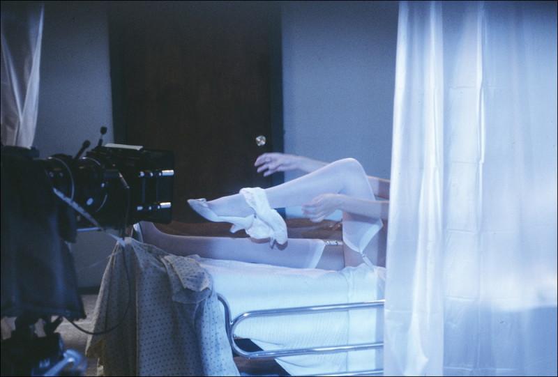 «Как другие занимаются сексом»: женщина-фотограф о работе на съемках порно