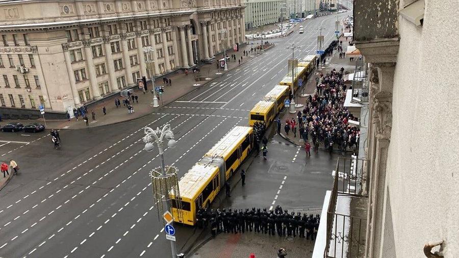Силовики заблокировали движение «марша пенсионеров» в Минске Политика