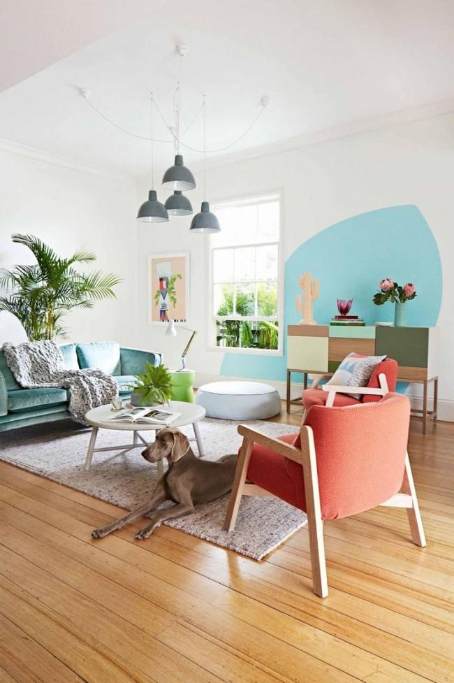 Стильный приятный интерьер с использованием персикового и голубого