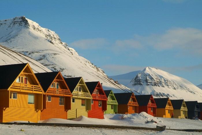 Разноцветные домики в Лонгйире.