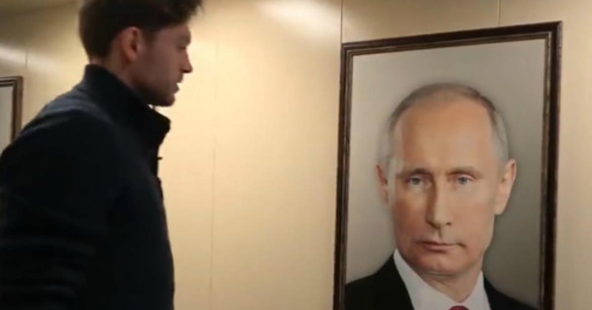 В московском лифте сняли реакцию жильцов на портрет Путина (видео)