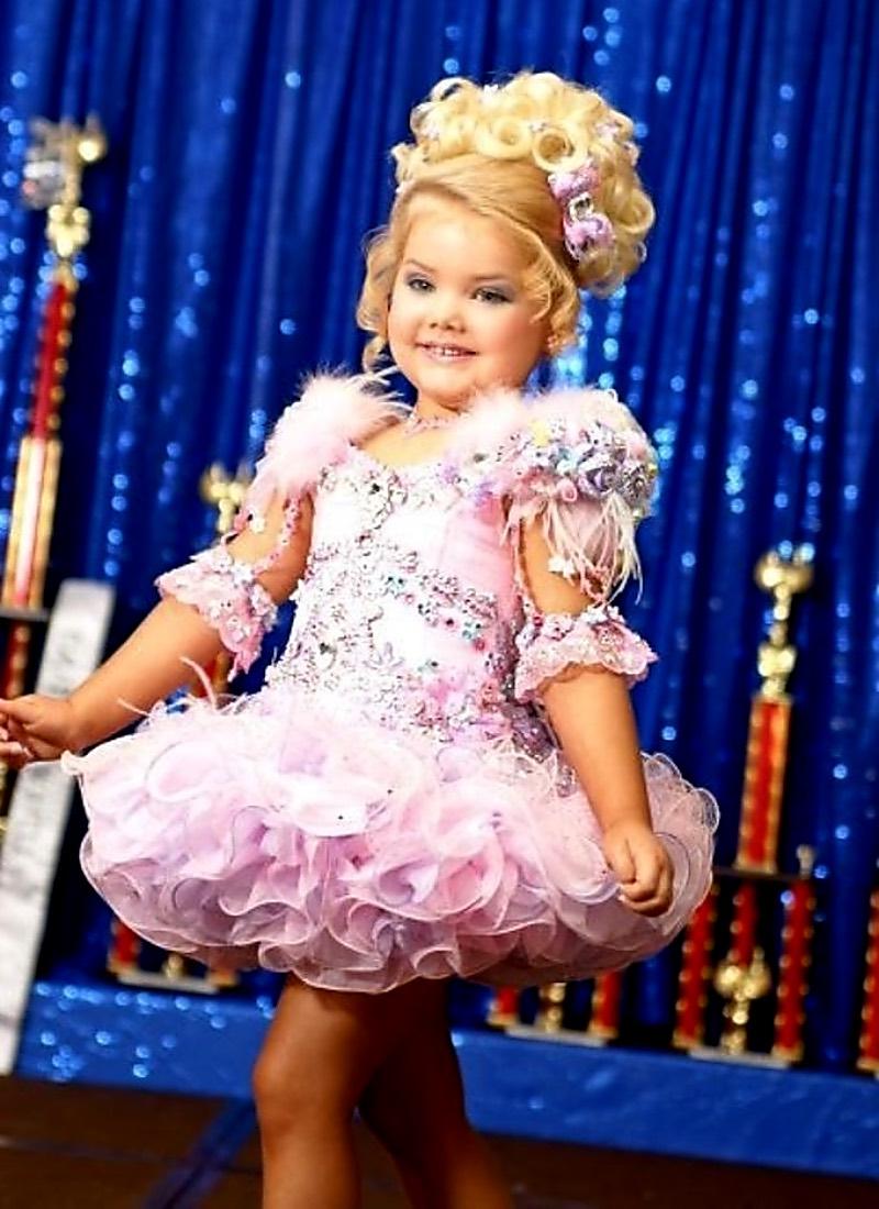Модельная карьера девочки, на которой мать делала деньги, завершилась со скандалом дети,жизнь,модели,шоу-бизнес