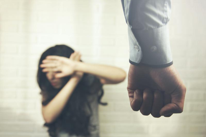6-летняя девочка спасла мать от домашнего насилия, обратившись к учителям в школе