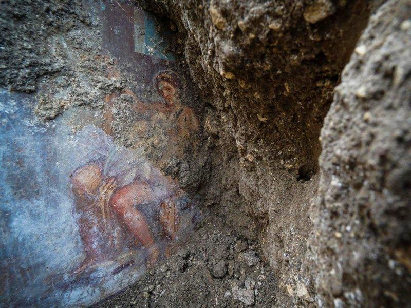 В Помпеях обнаружили эротическую фреску с женщиной и лебедем ynews, археологи, древние артефакты, искусство, находки, новости, помпеи, фреска