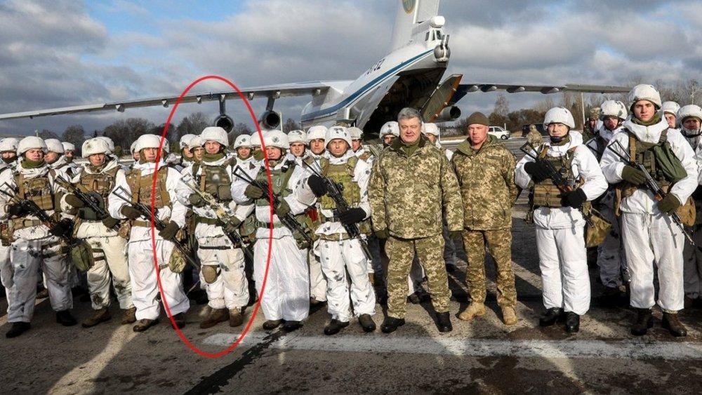Порошенко похвастался фото с солдатом, носящим эмблему дивизии СС