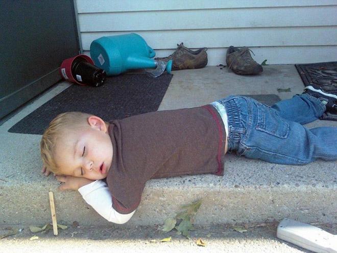Спящие смешные малыши в картинках