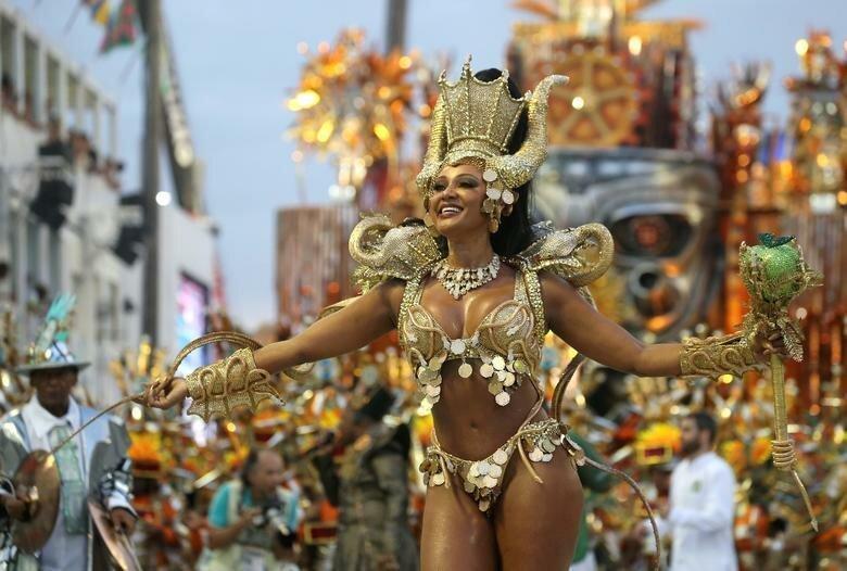 Королева барабанов Камила Сильва из школы Mocidade бразилия, в мире, карнавал, события, фото, фотоотчет, фоторепортаж