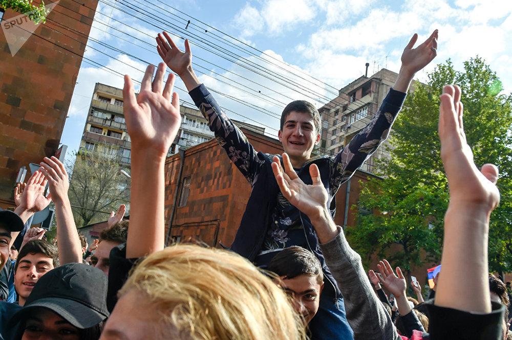 Детская революция в Армении: США бьют по ключевому партнёру Москвы на Кавказе