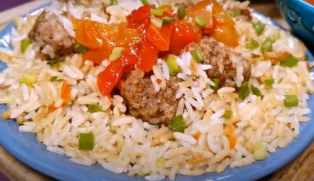 Вкусный ужин из фарша и риса на сковороде