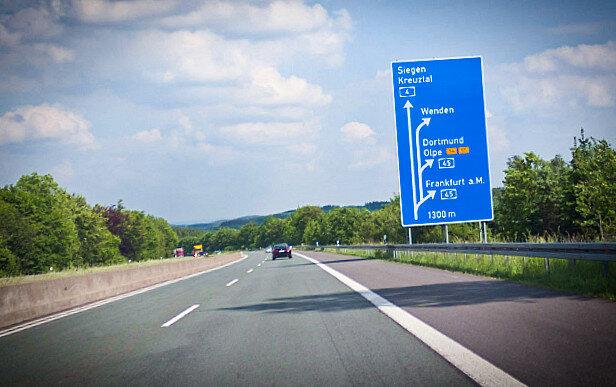 """""""Секреты немецкого автобана"""". 3 причины, почему в Германии на автобанах нет ограничения по скорости авто и мото,новости автомира"""