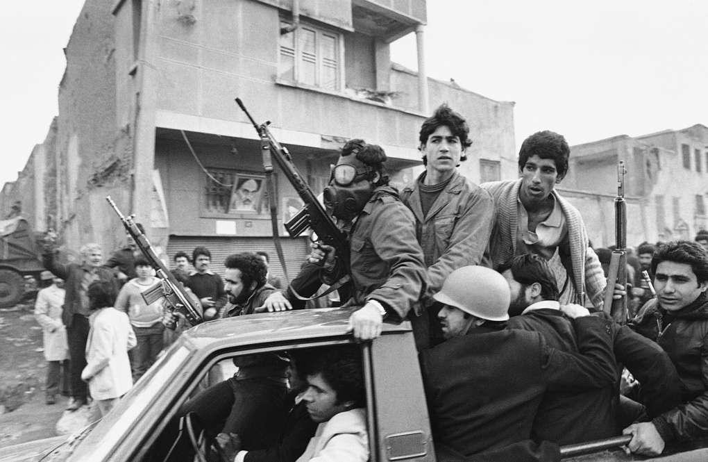 Протестующие во время Исламской революции, 1979 год AP Photo/Campion