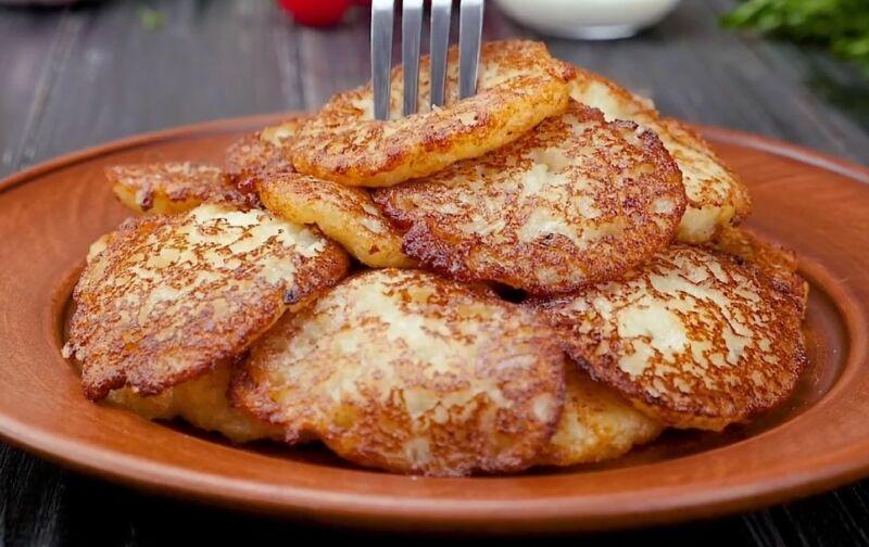 Драники по этому рецепту я готовлю уже 40 лет. Весь секрет в способе измельчения картофеля. Уверена для многих это будет открытие