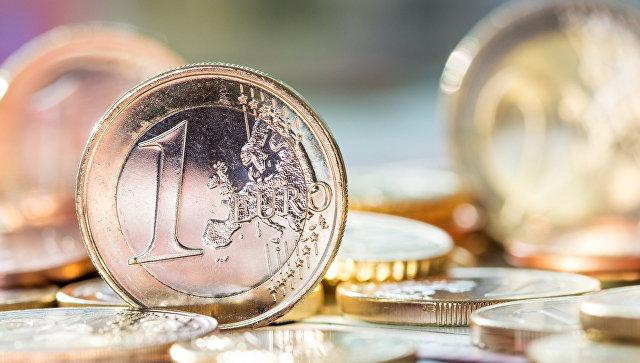 Евро первысил 65 руб. впервые с 1 февраля, доллар превысил 58 руб. впервые за месяц