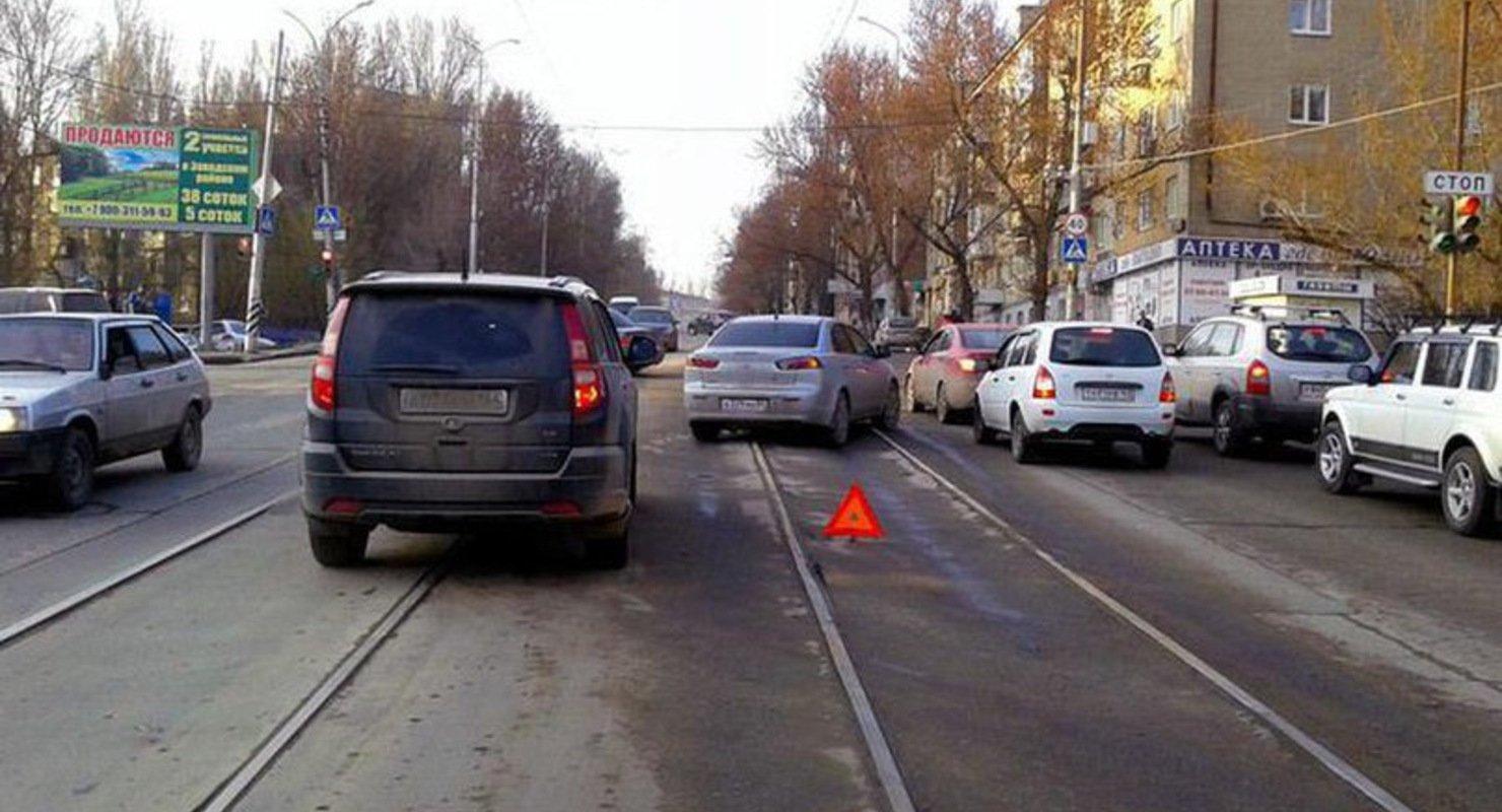 Водителям запретят выезжать на трамвайные пути Автомобили
