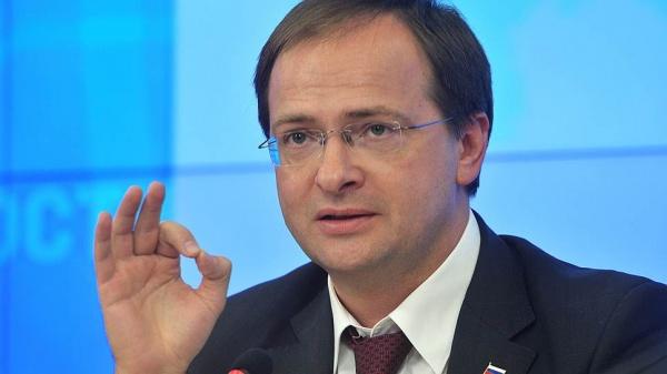Деятельность Мединского одобряют 45% граждан России