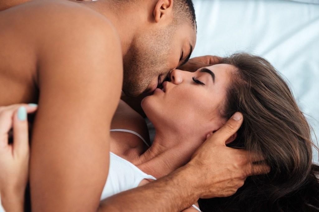видео молодой пары интим что любители