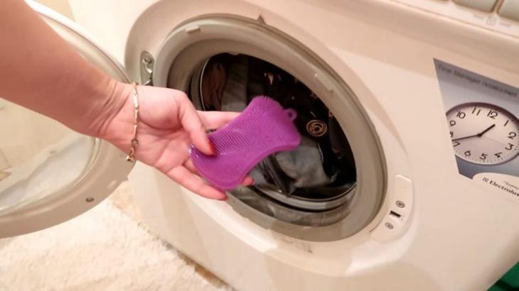 Зачем нужно класть в стиральную машинку силиконовую губку губка, волосы, губку, шерсть, поможет, стирки, машинку, стиральную, животных, силиконовую, время, видео, очень, полезен, смотрите, владельцам, домашних, Силиконовая, впитывает, чистящее