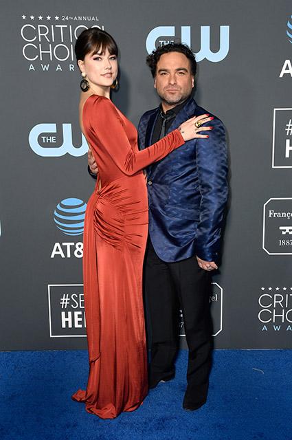 """Звезда сериала """"Теория большого взрыва"""" Джонни Галэки расстался с возлюбленной Алайной Мейер спустя два года отношений Звездные пары"""