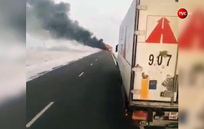 В Сети появилось видео с места возгорания автобуса в Казахстане
