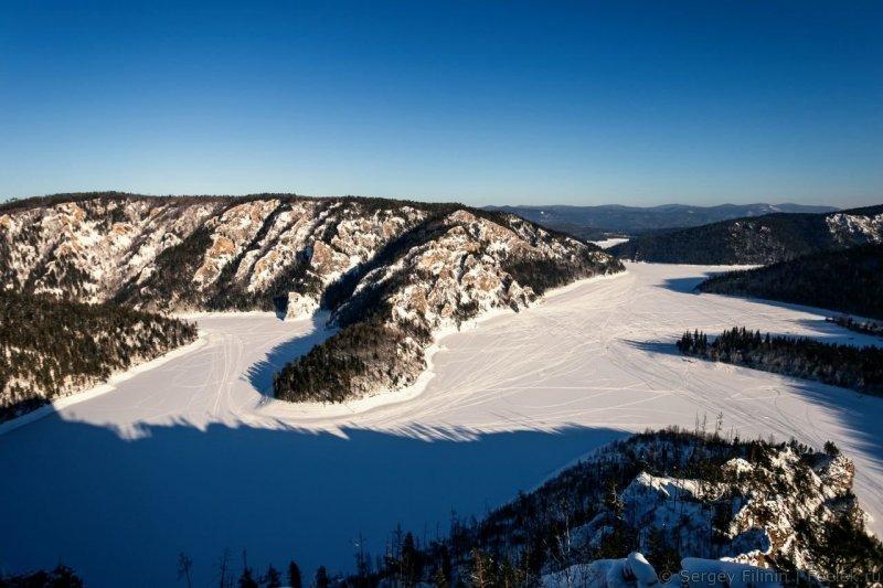 Поднимаемся выше. Вот такой вид открывается с вершины горы. Красноярский край, высота, гора, красноярск, пейзаж, пещера, природа, фото