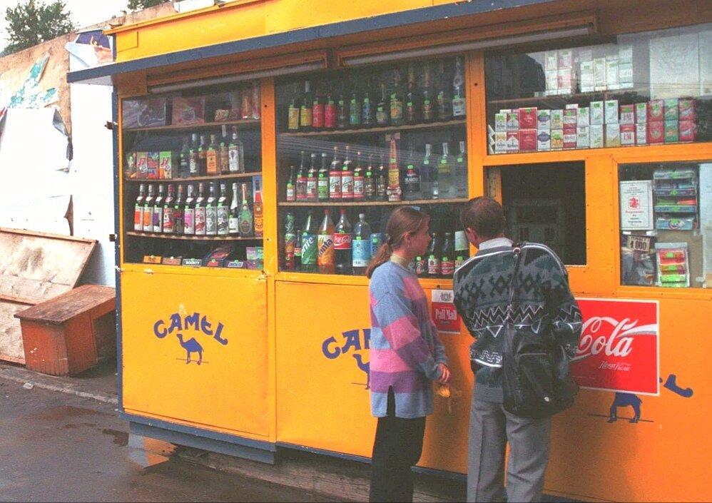 5 главных алкогольных напитков, которые взахлеб пили в России в лихие 90-е
