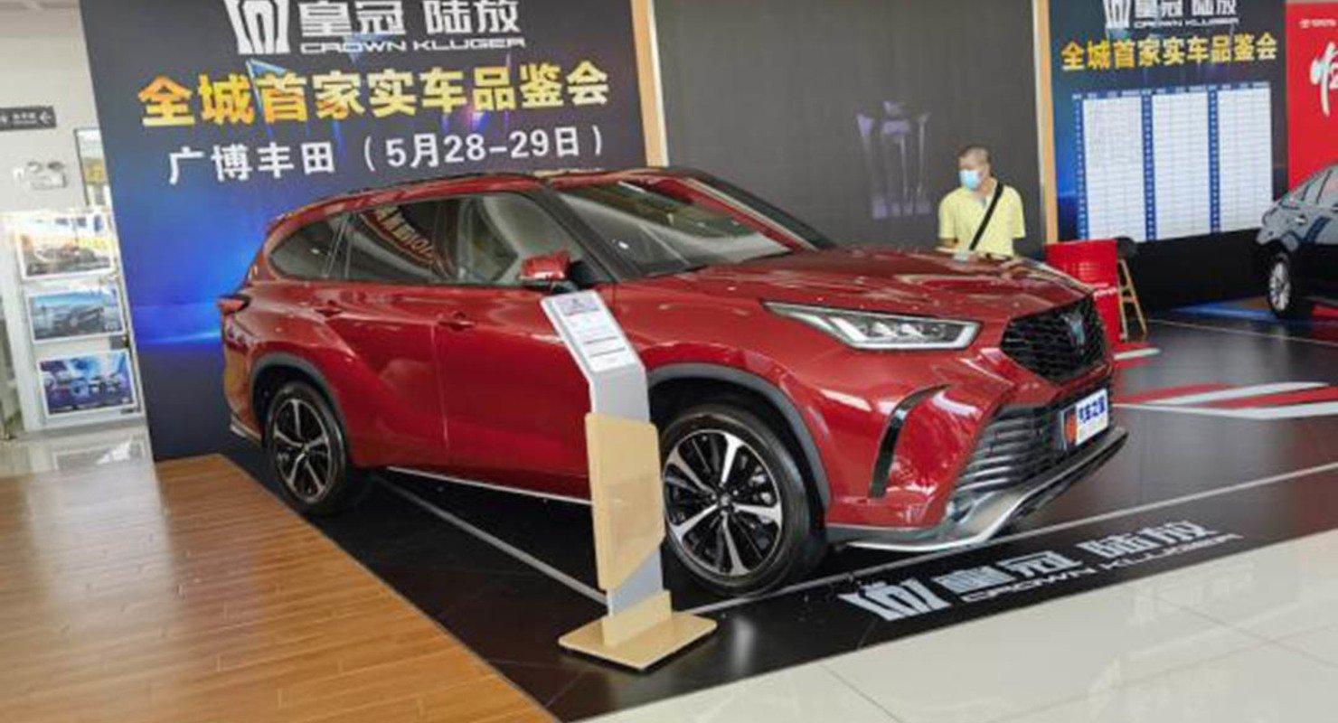 Новый полноразмерный кроссовер Toyota Crown Kluger добрался до дилеров Автомобили