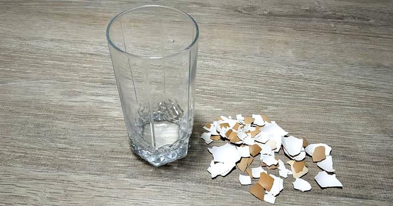 Простой стакан и яичная скор…