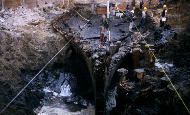 Корабли лежали под улицами города: ученые вскрыли асфальт